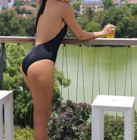 Bikinili Fotoğrafı ile Gündeme Gelen Burcu Esmersoy