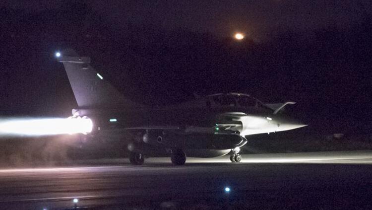 ABD savaş uçağı Esed rejimine ait kontrol noktasını vurdu: 1 ölü, 2 yaralı
