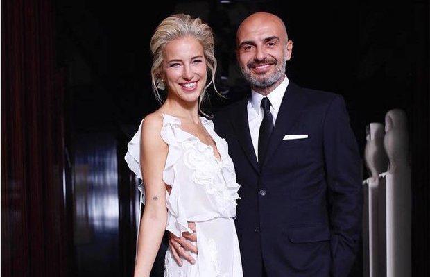 Burcu Esmersoy ve Berk Suyabatmaz New York'ta evlendi!