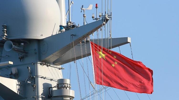 Çin destroyerinden tehlikeli yakınlaşma