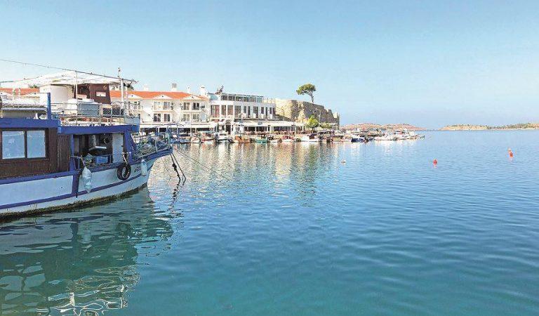 Ege'de bir balıkçı kasabası Foça