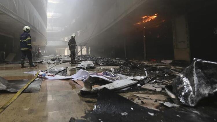 Hindistan'da korkunç yangın: Kovid-19 hastalarının tedavi gördüğü hastane kül oldu!
