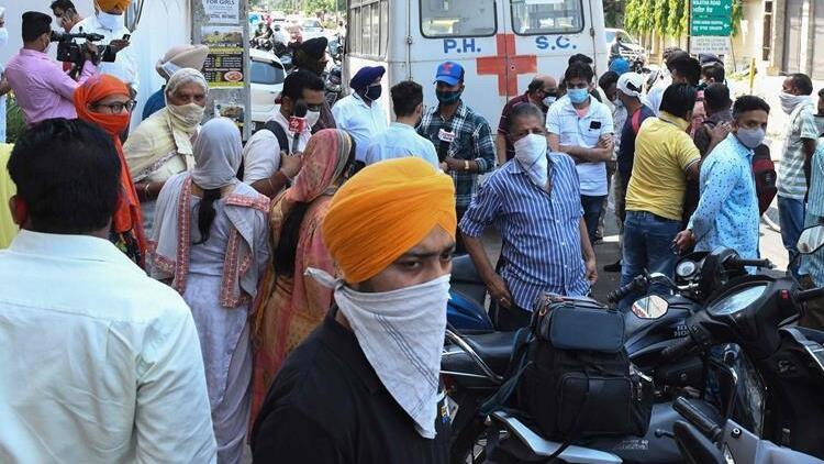 Hindistan'da Kovid-19'a bağlı günlük can kaybı yeniden 4 bini aştı