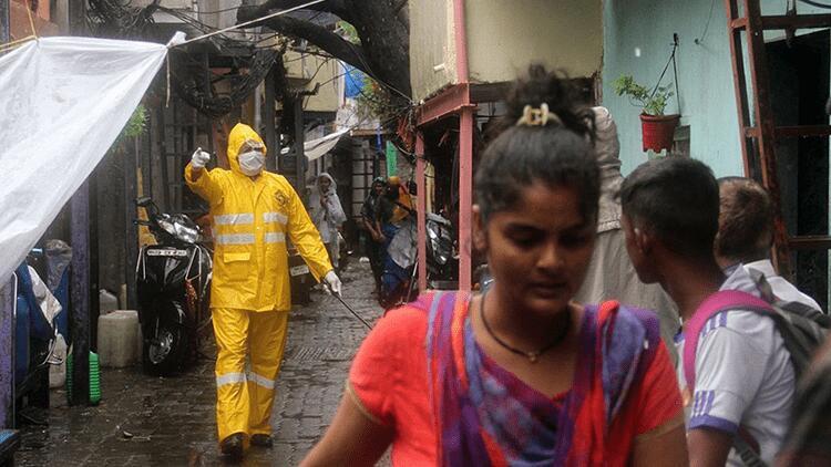 Hindistan'da on binlerce kişi kasırga nedeniyle tahliye edildi