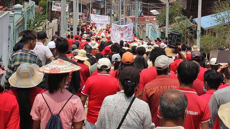 Myanmar'daki şovlarda bilanço yükseldi