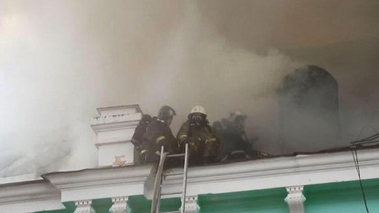 Rusya'da, hastanede yangın sırasında doktorlar ameliyata devam etti