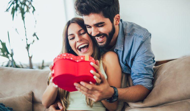 Sevgililer Günü'nde Kadınları Etkileyecek 10 Hediye