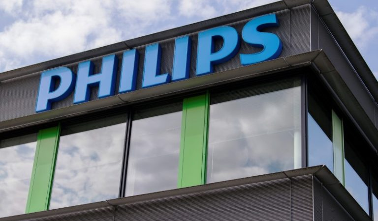 Philips, sıhhat risklerinden ötürü teneffüs aygıtlarını geri çağırdıktan sonra bedel kaybetti