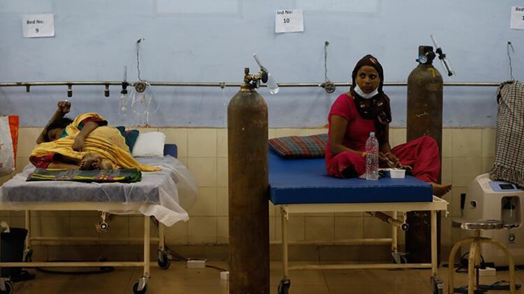 Virüsün merkezi Hindistan'da Kovid-19 salgınında son 24 saatte 2 bin 887 kişi öldü